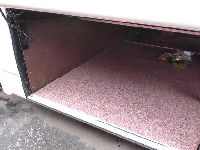 トランク床面を総張り替え。