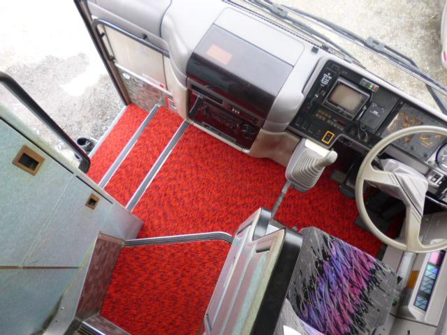 トイレを外した中古バス車両