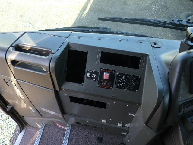 トダッシュボード コンソールボックスはワンマン機器取り外し跡が残っております。
